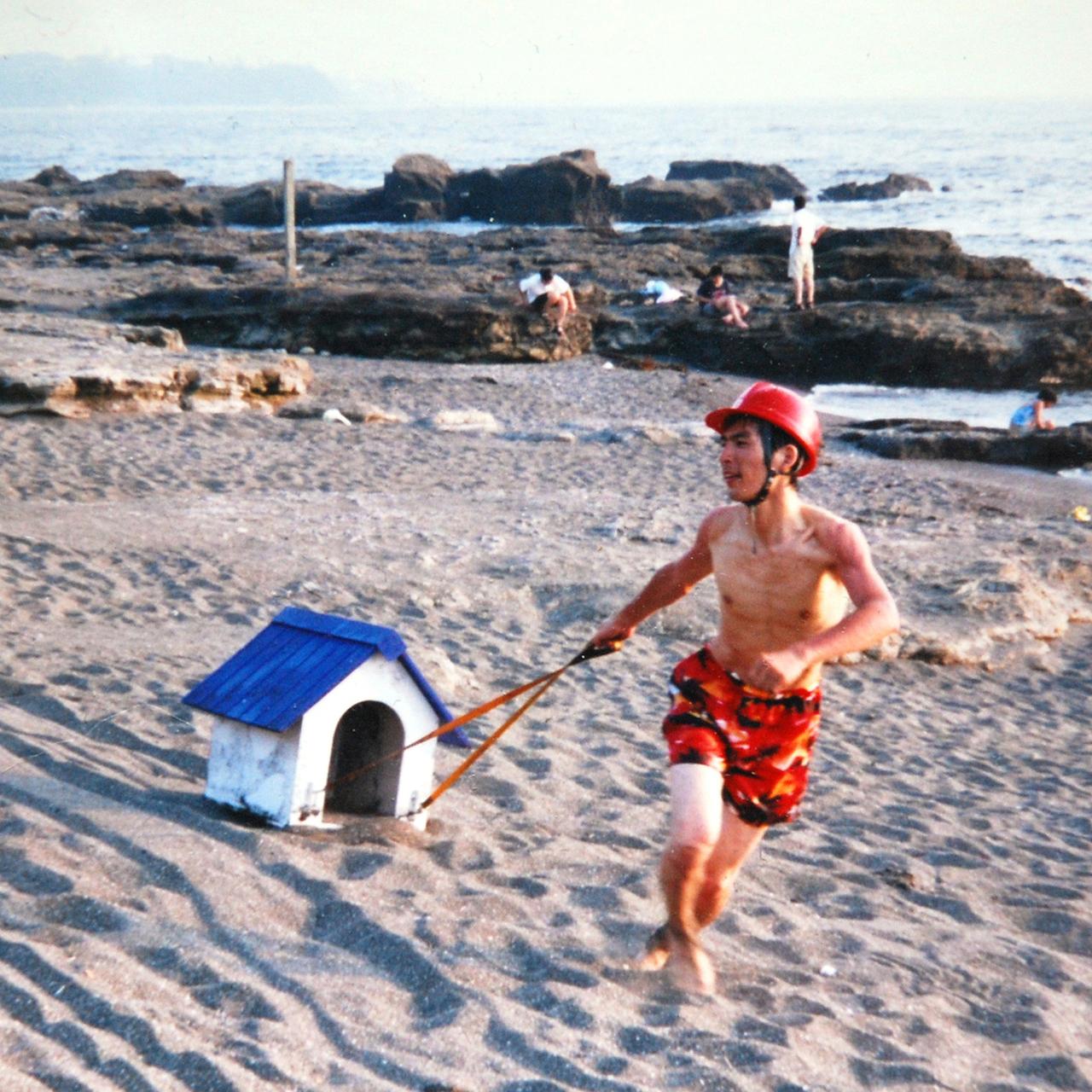 美術の中の家 第4回 犬小屋の散歩(海水浴編)